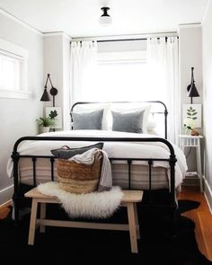 You can decorate guest bedrooms without neglecting their cosy sides. A guest bedroom can still look stylish. We have 30 cosy guest bedroom ideas in the . Read Cozy Guest Bedroom Ideas 2020 (For Your Inspiration) Bedroom Inspo, Home Decor Bedroom, Bedding Decor, Small Bedroom Inspiration, Bedroom Wall Lamps, Bedroom Furniture, Small Bed Room Ideas, Industrial Bedroom Decor, Bedding Sets