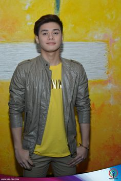 From stars, shows, movies and music, get your daily dose of the hottest showbiz news with PUSH! Ronnie Alonte, Star Magic, Boyfriend Goals, Pretty Men, Pinoy, Niall Horan, Hashtags, Boy Groups, Fangirl