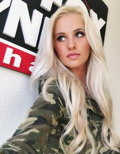 Picture of Tomi Lahren Cute Woman, Pretty Woman, Trendy Hairstyles, Girl Hairstyles, High Forehead, Female News Anchors, Ice Blonde, Blonde Hair, Tomi Lahren