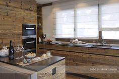 Chalet Valbella: rustic kitchen by Go Interiors GmbH - FMkitchen. Chalet Design, Küchen Design, Interior Design, Beautiful Kitchens, Cool Kitchens, Kitchen Photos, Kitchen Ideas, Little Houses, Rustic Kitchen