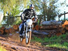 A Honda NX 400i Falcon se adapta bem a qualquer tipo de terreno. Conheça: http://www.consorcioparamotos.com.br/noticias/consorcio-honda-nx-400i-falcon-a-partir-de-r-314-20-mensais?utm_source=Pinterest_medium=Perfil_campaign=redessociais