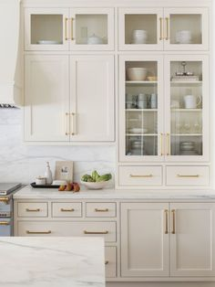 In this post you will see awesome kitchen cabinet ideas and examples Off White Kitchen Cabinets, Off White Kitchens, Kitchen Cabinet Colors, Home Kitchens, Kitchen White, Cream Cabinets, Dark Cabinets, Kitchen Cabinetry, Cream Colored Kitchen Cabinets