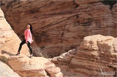 Calendar Shooting in Nevada, Red Rock Canyon - Mango bluse with Armani Exchange leggings and peeptoe pumps - on a rock