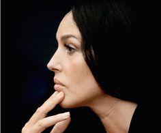 Die Schauspielerin Monica Bellucci ist das älteste Bond-Girl der Geschichte. An Rollen, in denen sie benutzt und angegriffen wird, hat sie sich längst gewöhnt.
