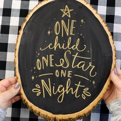 Wood Slice Christmas Decor- One Child, One Star, One Night. Chalk Couture transfers: join - Diy and crafts interests Candy Christmas Decorations, Halloween Crafts For Kids, Christmas Crafts For Kids, Homemade Christmas, Diy Christmas Gifts, Rustic Christmas, Christmas Art, All Things Christmas, Simple Christmas