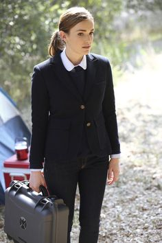 Elizabeth Henstridge as Jemma Simmons, Agents of S.H.I.E.L.D. Season 1 Ep 6