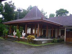 The Hidden Treasure Of Joglo House Yogyakarta 259 Modern Tropical House, Tropical Houses, British Colonial Decor, Bali House, Gazebo Pergola, Yogyakarta, House In The Woods, Traditional House, Interior And Exterior