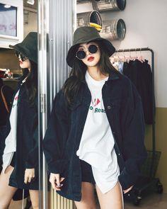 Ulzzang Fashion, Ulzzang Girl, Bucket Hat Outfit, Photography Poses Women, Thai Model, Foto Instagram, Fashion Outfits, Womens Fashion, Asian Beauty