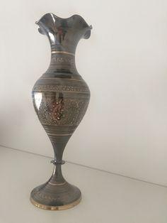 Authentic old flowers pot. It is made of brass and hand carved with floral pattern.  You can use it as a flower pot or a decorative element in your home. It can be used as a beautiful flower pot.    Authentieke oude bloemen pot. Het is gemaakt van messing en met de hand gesneden met bloemmotief. Je kunt het gebruiken als een bloemen pot of een decoratief element in uw huis. Het kan gebruikt worden als een mooie bloempot.