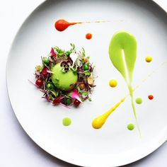 """""""Pea sphere forrest"""" pea sphere, amaranth and coriander microgreen, edible flowers, peas, red and white microgreen with pea and capsicum purée. Throwback to my favourite work of art by Gourmet Recipes, Cooking Recipes, Michelin Star Food, Food Porn, Food Decoration, Culinary Arts, Food Presentation, Creative Food, Food Design"""