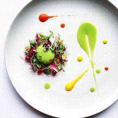 #throwback Pea soup sphere microherbs and capsicum สเฟรยรซปถวลนเตา ไมโครเฮรป และ พรกหวาน by royalebrat