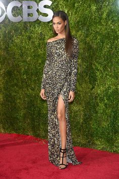 Joan Smalls in Givenchy. Love the dramatic leg-slit, the demurely bared shoulder and her sleek side-part. A busy print done with elegance.