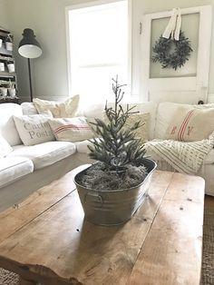 Little Farmstead: Our Farmhouse Family Room (A touch of Christmas)...