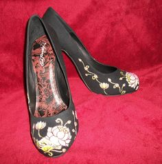 Ed Hardy shoes, while I'm not crazy about what Christian Aguirre has done with the brand, I do love the design. They're incredibly uncomfortable though, so not shoes to walk around in.