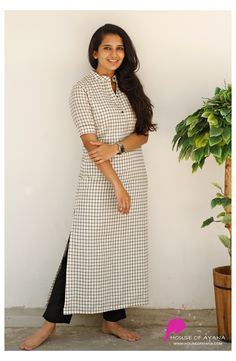Kurti Sleeves Design, Kurta Neck Design, Sleeves Designs For Dresses, Collar Kurti Design, Simple Kurta Designs, Kurta Designs Women, Blouse Designs, Kurtha Designs, Churidar Designs