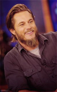 Travis Fimmel<---- this sex on a stick is the main person (Ragnar Lothbrok) in the show Vikings on channel. Vikings Travis Fimmel, Vikings Ragnar, Ragnar Lothbrok, Vikings Tv Show, Roi Ragnar, Lagertha, Fox 11, Cinema, New Fox