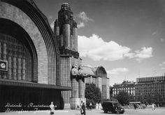 Helsinki Main Railroad Station designed by Eliel Saarinen.