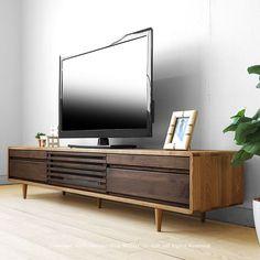 ミッドセンチュリーモダンなTVボード。幅200cm タモ材とウォールナット材のツートンカラー 角が丸い北欧テイストのテレビ台 ウォールナット無垢材の格子扉 タモ無垢材のテレビボード CRUST-TV200