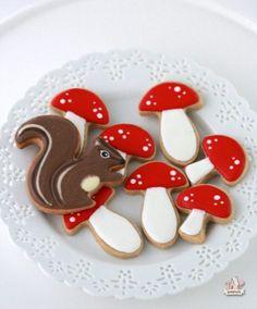 {Video} How to Decorate Easy Mushroom Cookies | Sweetopia