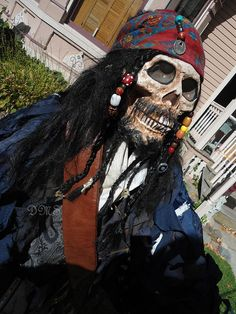 Jack Sparrow skeleton in 2020 Pirate Halloween Decorations, Pirate Halloween Party, Pirate Costume Kids, Pirate Decor, Pirate Art, Halloween 2016, Pirate Theme, Halloween Skeletons, Scary Halloween
