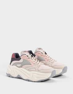 Bershka's new women's shoe collection for Spring Trainers, sandals, wedges, ballet flats or ankle boots for all your looks with free delivery on orders over Cute Sneakers, Chunky Sneakers, Best Sneakers, Sneakers Fashion, Fashion Shoes, Shoes Sneakers, Fashion Outfits, Boys Shoes, Me Too Shoes