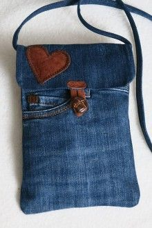denim handbag for male slecny. It is made of worn jeans. It is lined with a brown cotton slat with white dots, the purse has two original jeans pockets, I sewed a leather application with a purse . Denim Tote Bags, Denim Purse, Jean Pocket Purse, Diy Jeans, Denim Bag Patterns, Artisanats Denim, Unique Gifts For Girls, Denim Ideas, Denim Crafts