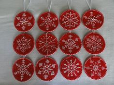 Embroidered snowflake ornaments (you can add pearls. Christmas Sewing, Christmas Embroidery, Handmade Christmas, Christmas Crafts, Snowflake Embroidery, Felt Christmas Decorations, Felt Christmas Ornaments, Snowflake Ornaments, Embroidered Christmas Ornaments