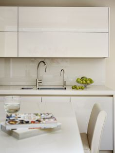 Glass splash back in Roundhouse white lacquer kitchen
