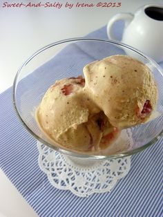sweet-and-salty: Sladoled sa bademima i trešnjama / Almond Cherry Ice Cream