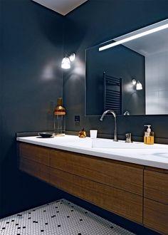 Une salle de bain en noir et blanc / Black and white bathroom