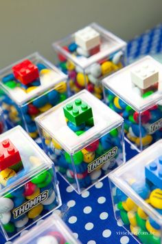 Lego gift - a nice idea for the next birthday party . Lego Party Games, Lego Movie Party, Lego Batman Party, Indoor Party Games, Lego Themed Party, Birthday Party Games For Kids, Ninjago Party, Lego Birthday Party, Lego Ninjago