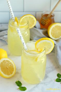 Healthy Lemonade ~ is a delicious all natural summer drink that's free of refined sugars and made with only 3 simple ingredients! Homemade Lemonade Recipes, Lemon Recipes, Simple Lemonade Recipe, Lemonade With Honey, Sugar Free Limeade Recipe, Homemade Limoncello, Healthy Lemonade, Healthy Drinks, Cocktails