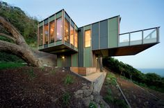 Striking cantilevered beach house - pin more images of this house and others at http://www.designhunter.net/treehouse-dissolve-landscape/  #architecture #interior design