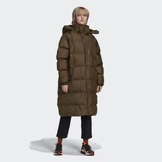 Snuggle up in the adidas by Stella McCartney long puffer jacket and be ready for cold. The long-length puffer jacket is designed to keep you warm from your head to well below your knees. You'll feel extra warm knowing that the jacket is made with 100% recycled polyester in our effort to reduce plastic waste. The fit of the puffer jacket can be adjusted with the inner belt, making it as comfortable to wear as it is warm and stylish. It has exposed pockets that close with a zipper, so the cold Stella Mccartney Adidas, Puffer Jackets, Winter Jackets, Dark Khaki, Green Jacket, Black Adidas, Neue Trends, Adidas Women, Silhouette