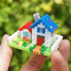 3D House perler beads by pk_chup - Tutorial: https://www.youtube.com/watch?v=S72McFVHLJM