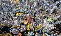 Hong Kong is a densely populated city where high-rises are crammed close together and where an estimated people live in cubicle apartments. Photographer Andy Yeung used a drone to capture this density for his project Urban Jungle. Hong Kong, Aerial Photography, Landscape Photography, Urban Photography, Amazing Photography, Drones, Fotografia Drone, Cities, Spiegel Online