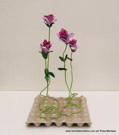 Cómo hacer rosas con hueveras de cartón y tallo de percha de la ropa