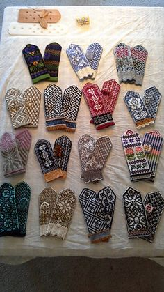 Ravelry: RogueKnit's 2014 mittens Knitted Mittens Pattern, Knit Mittens, Knitted Gloves, Knitting Stitches, Hand Knitting, Knitting Patterns, Harry Potter Knit, Fingerless Mittens, Fair Isle Knitting