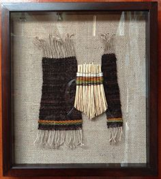 Textil a telar sobre arpillera, curahuilla, marco madera con cubierta de vidro. 41 cms x 3 cms