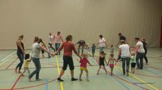 Ouder en kindgym. www.hospescoaching.nl Coaching, Basketball Court, Wrestling, Sports, Training, Lucha Libre, Hs Sports, Excercise, Sport
