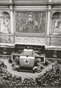 Paris sous l'occupation allemande chez Paris zigzag, blog sur Paris Occupation, Nazi Propaganda, Ww2 Pictures, Man Of War, Old Paris, The Third Reich, Historical Pictures, World History, World War Two