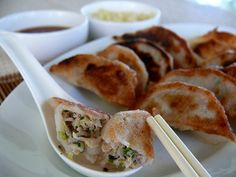 Pork and cabbage dumplings. This is the best recipe / authentic I've found so far! Pan Fried Dumplings, Chinese Dumplings, Real Chinese Food, Healthy Diet Recipes, Drink Recipes, Pork And Cabbage, Pink Foods, Dim Sum, Asian Recipes