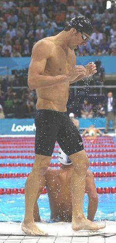on that olympian status Michael Phelps Body, Michael Phelps Quotes, Michael Phelps Swimming, Olympic Swimmers, Olympic Sports, Swimming World, Man Swimming, Us Olympics, Summer Olympics