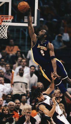 Kobe Bryant su Steve Nash Bryant Bryant Black Mamba - Beauty is Art Kobe Bryant Dunk, Kobe Bryant Family, Basketball Kobe, Basketball Players, Basketball Rules, Basketball Shooting, Basketball Uniforms, Wallpaper Basketball, Lebron James