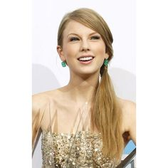Taylor Swift's Top 10 Beauty Moments ❤ liked on Polyvore