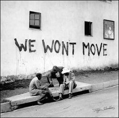 The impact of Apartheid and Jim Crow Laws on Black History and African History in South Africa and the United States Apartheid, Leica, Black And White People, Black White, Jim Crow, Iconic Photos, African History, African Culture, African Art