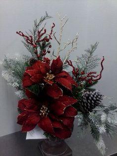 Si buscas ideas para decorar tu hogar esta Navidad y aún no tienes claro qué color seleccionar… hoy te muestro algunas ideas que pueden ayudarte a tomar una decisión. Te sugiero el tono guinda o vino, es un color moderno y sofisticado el cual brindará una atmósfera muy acogedora, además puedes utilizar materiales como maderas, cortezas …
