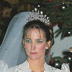 Boda de Francis Franco y Maria Suelves Figueroa hija de los Marqueses de Tamarit. Con una tiara de brillantes y perlas propiedad de la  Duquesa de Franco, Marquesa Vda de Villaverde