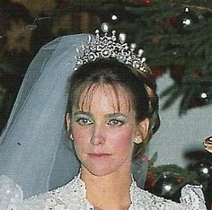 Maria Suelves y Figueroa, wearing a fabulous diamond & pear-shaped pearl tiara when she married Francis Franco y Martinez, son of Cristobal & 11th Marquise of Villaverde, on 18 December 1981.