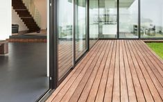 Holzterrassen mit bis zu 10 Jahren Langlebigkeitsgarantie. Own Home, Stairs, Furniture, Home Decor, Pavilion, Sustainability, Boden, Lawn And Garden, Stairway